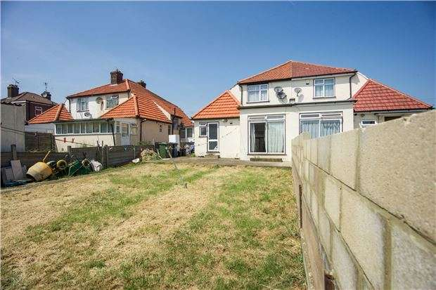 4 Bedrooms Semi Detached House for sale in Gainsborough Gardens, HA8 5TA