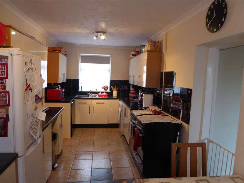 2 Bedrooms Semi Detached House for sale in Stranraer Lane, Pennar, Pembroke Dock