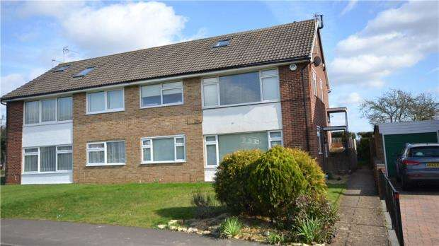 3 Bedrooms Maisonette Flat for sale in Broomhill, Cookham, Berkshire