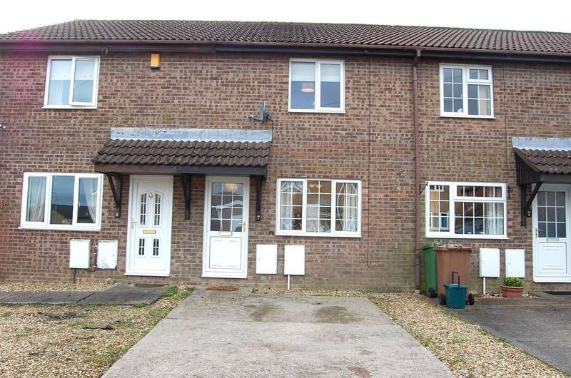 2 Bedrooms Terraced House for sale in Chepstow Close, Grove Park, Blackwood