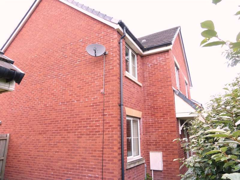 3 Bedrooms Semi Detached House for sale in Farm Close, Tir-Y-Berth, Hengoed