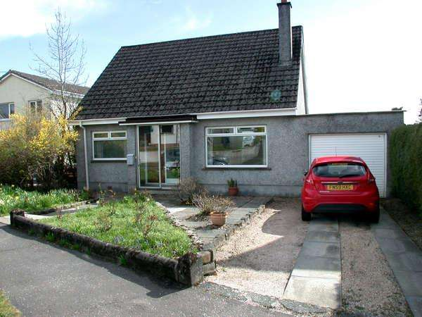 4 Bedrooms Detached House for sale in 18 Maclachlan Road, Helensburgh, G84 9BU