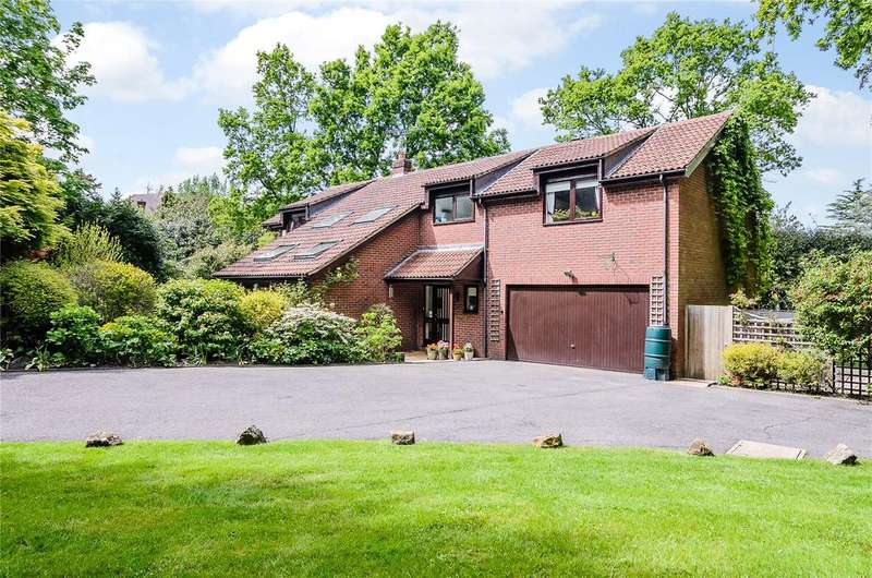 5 Bedrooms Detached House for sale in Briars Court, High Drive, Oxshott, KT22