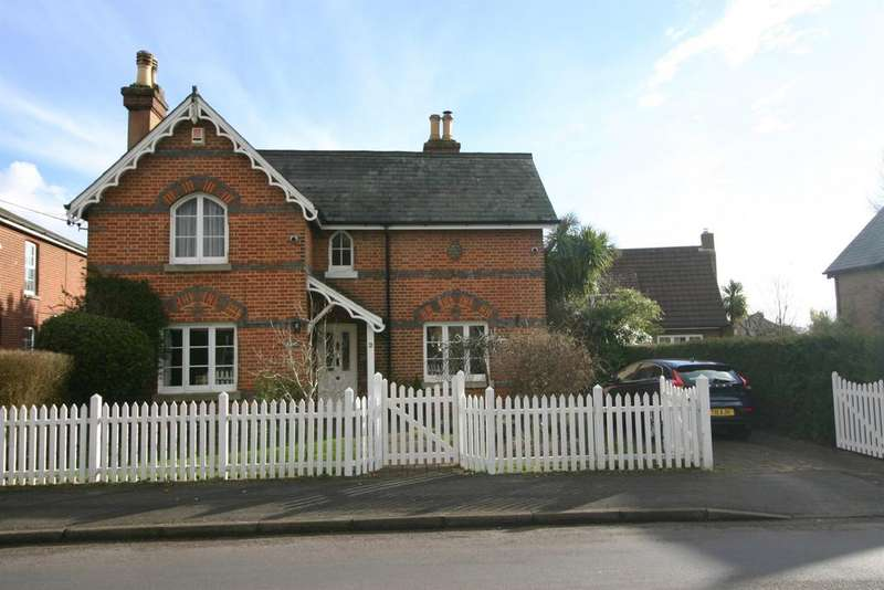 3 Bedrooms Detached House for sale in Grange Road, Netley Abbey, Southampton, SO31 5FE
