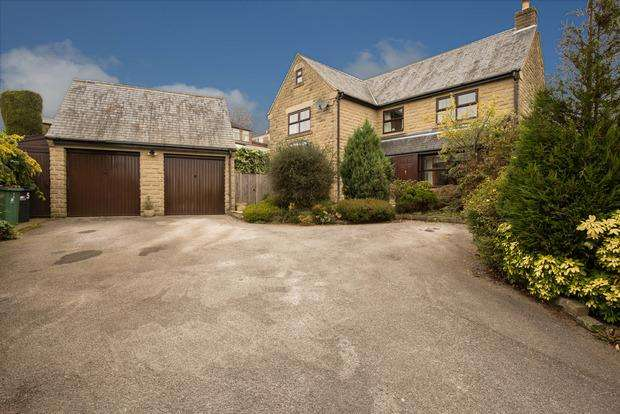 4 Bedrooms Detached House for sale in Holly Bank Court, Crich, Matlock, DE4