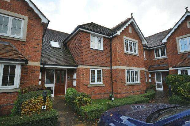 2 Bedrooms Flat for sale in Bonhomie Court, Broadcommon Road, Hurst, Reading,