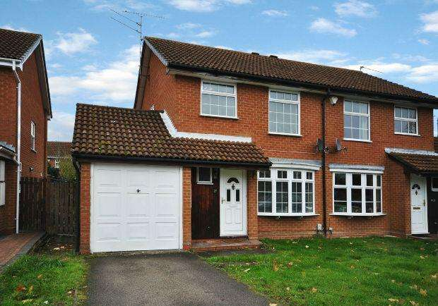 3 Bedrooms Semi Detached House for sale in Dowding Close, Woodley, Reading,