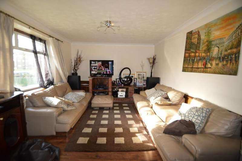 3 Bedrooms Terraced House for sale in Listowel Road, Dagenham
