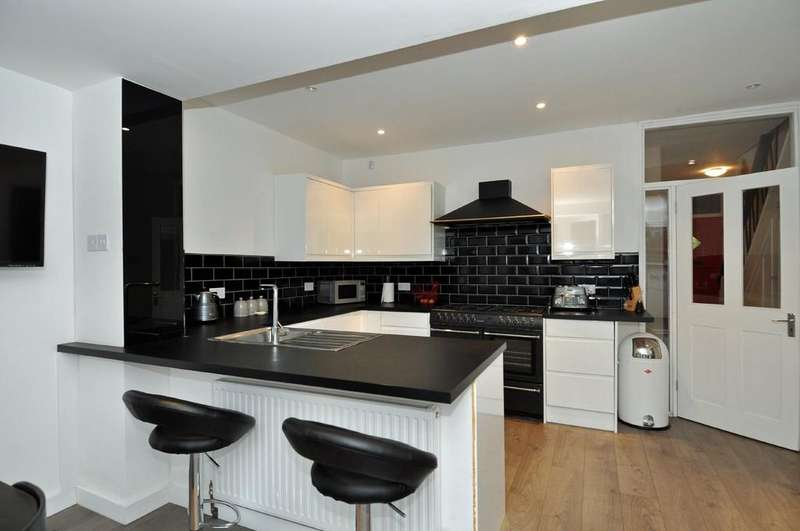 3 Bedrooms Terraced House for sale in Chigwell Road, Woodford Green