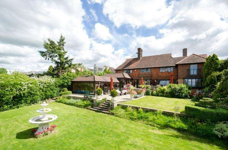 5 Bedrooms Detached House for sale in Manor Road, Chigwell, Essex, IG7
