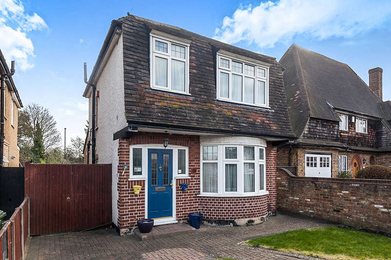 3 Bedrooms Detached House for sale in Upper Halliford Road, Shepperton, TW17