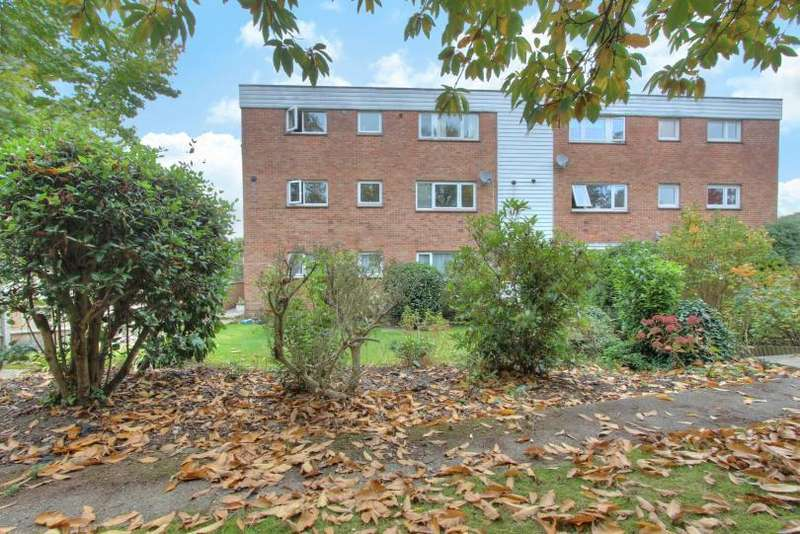 3 Bedrooms Maisonette Flat for sale in Ashdown Close, Hiltingbury, Chandlers Ford
