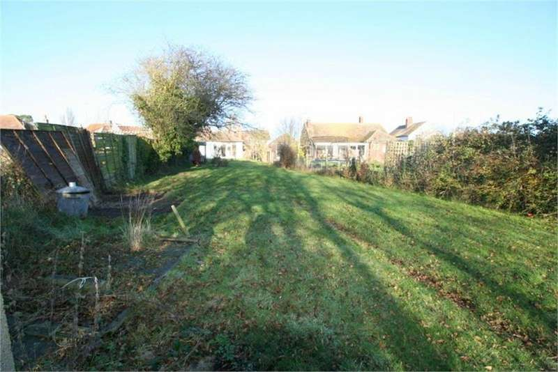3 Bedrooms Detached Bungalow for sale in Kirby Road, WALTON ON THE NAZE, Essex