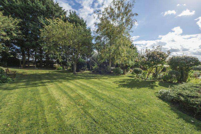 4 Bedrooms Land Commercial for sale in Barton Road, Stratford-Upon-Avon