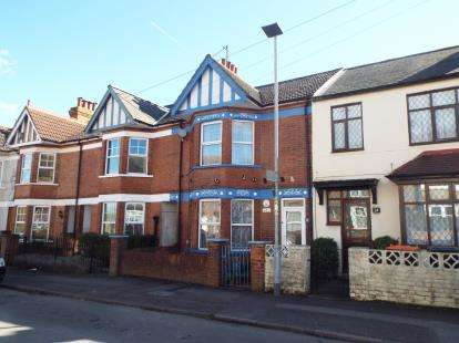 3 Bedrooms Terraced House for sale in St. Peters Road, Dunstable, Bedfordshire
