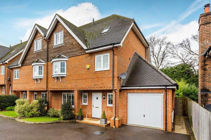 4 Bedrooms Semi Detached House for sale in Bay Trees, Hurst Green, Oxted