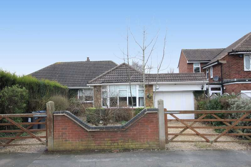 2 Bedrooms Semi Detached Bungalow for sale in Whitehouse Common Road, Sutton Coldfield B75 6EL