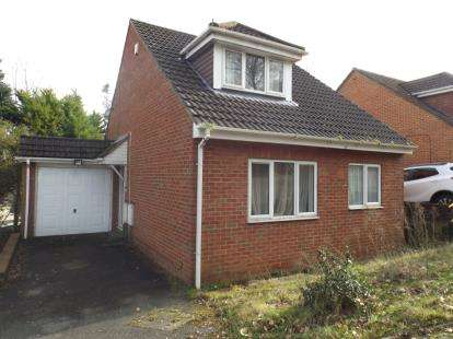 2 Bedrooms Bungalow for sale in Branksome, Poole
