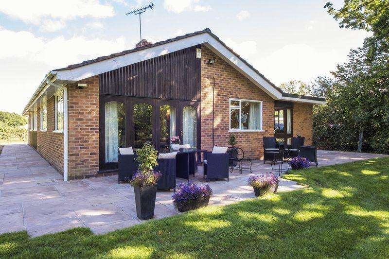 3 Bedrooms Detached Bungalow for sale in Hockley Heath, Warwickshire