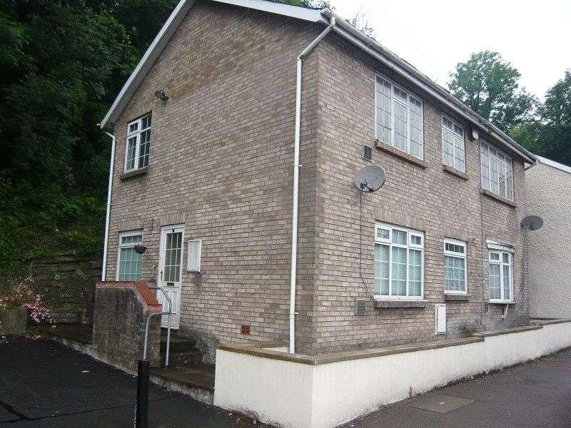 2 Bedrooms Flat for sale in Tondu Road, Bridgend. CF31 4JA