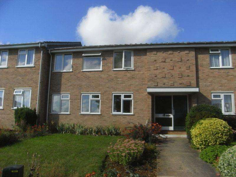 2 Bedrooms Apartment Flat for sale in Seaborough View, Crewkerne
