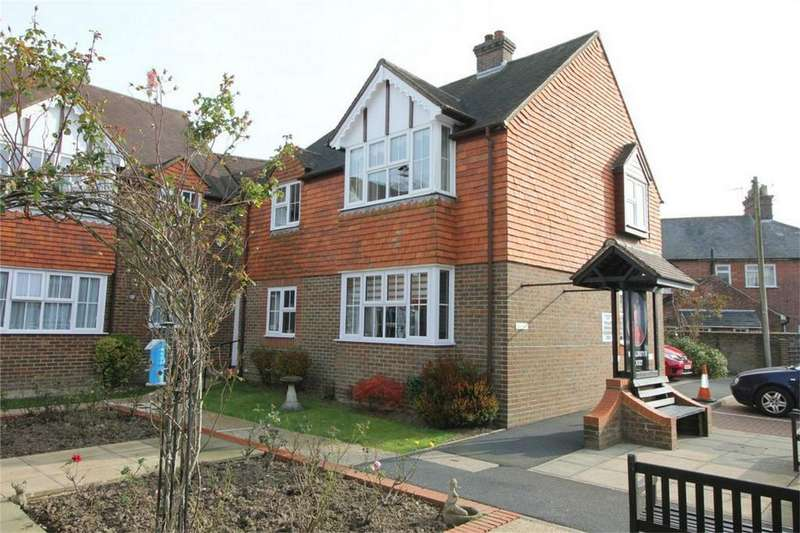 2 Bedrooms Retirement Property for sale in Rue de Bayeux, BATTLE, East Sussex
