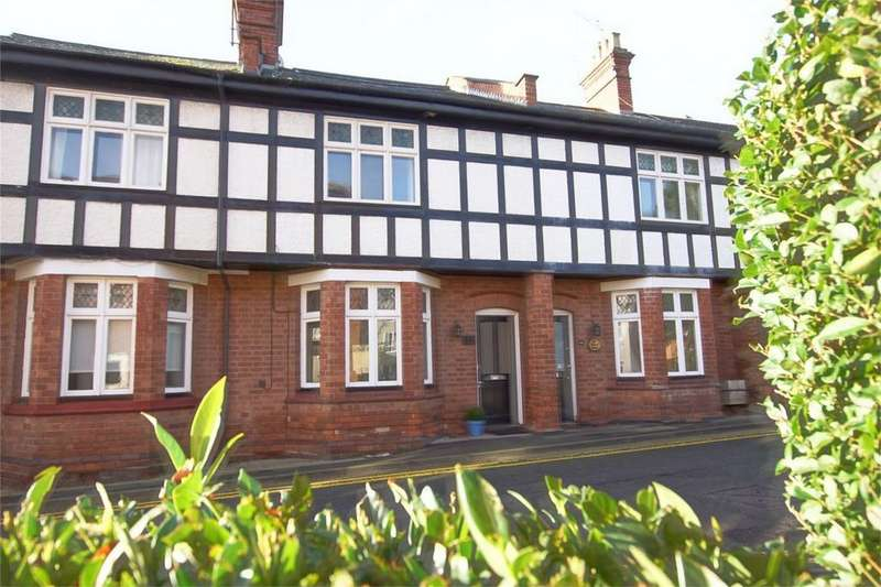 3 Bedrooms Terraced House for sale in Priory Road, Warwick