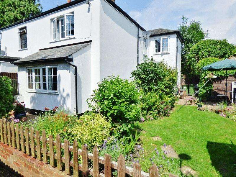 3 Bedrooms Semi Detached House for sale in LEATHERHEAD