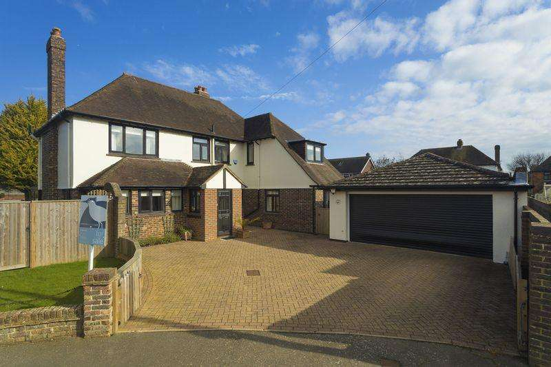 3 Bedrooms Detached House for sale in Saltwood, Hythe