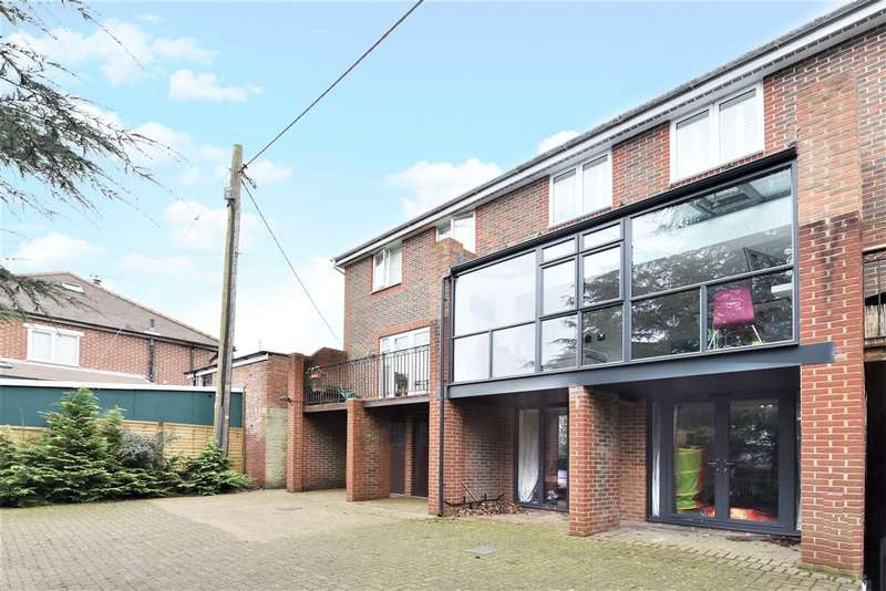 3 Bedrooms Terraced House for sale in LONG LANE, BURSLEDON