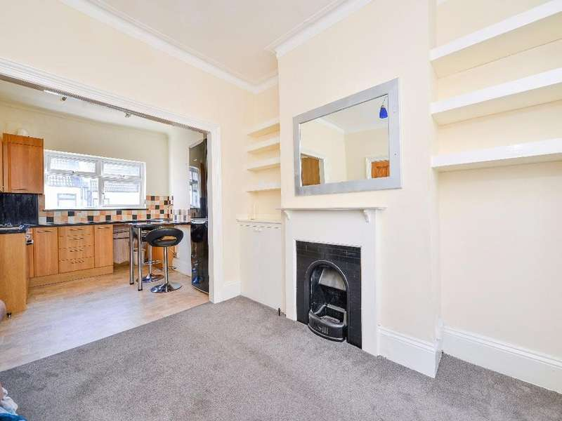 2 Bedrooms Flat for sale in Rugby Place Brighton BN2