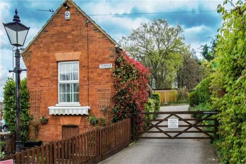 2 Bedrooms Detached Bungalow for sale in Station Terrace, Hitchin, Hertfordshire