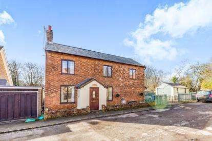 3 Bedrooms Detached House for sale in Bridge Street, Brackley, Northants, Northamptonshire