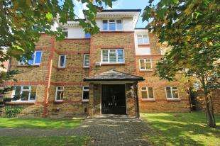 2 Bedrooms Flat for sale in Cator Road, Sydenham, London