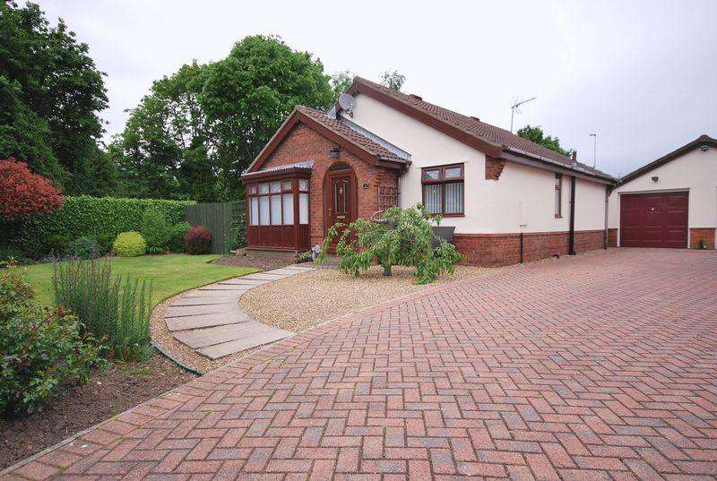 2 Bedrooms Detached Bungalow for sale in Balmoral Drive, Beverley