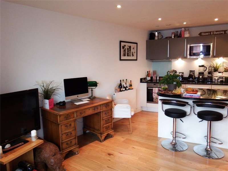 1 Bedroom Flat for sale in Candle House, Wharf Approach, Leeds, West Yorkshire, LS1