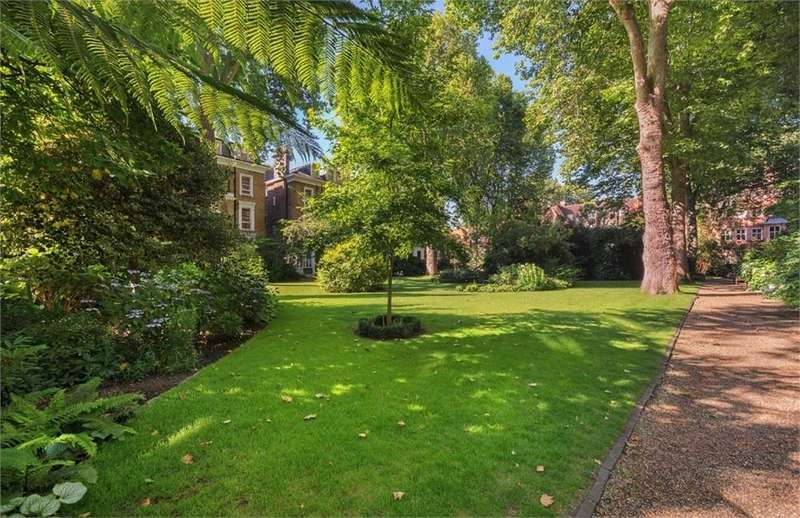 2 Bedrooms Flat for sale in Harrington Gardens, London
