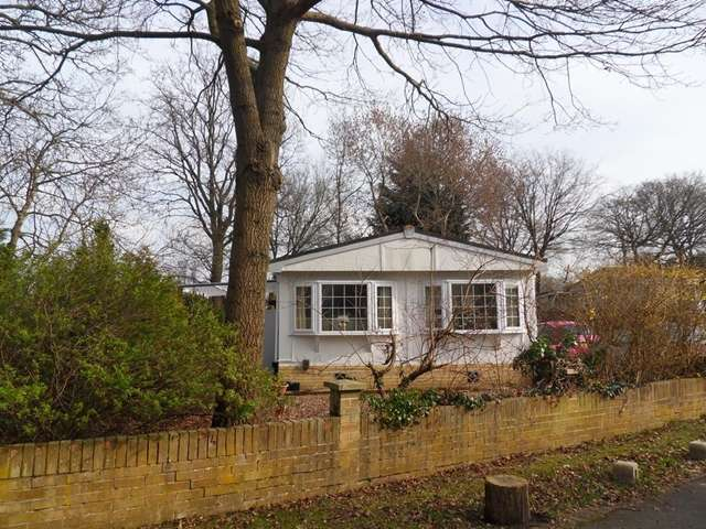 2 Bedrooms Park Home Mobile Home for sale in 42 Forest Way, Warfield Park