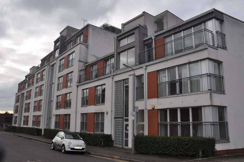 2 Bedrooms Flat for rent in Ascot Gate, Flat 2/1, Anniesland, Glasgow, G12 0AP