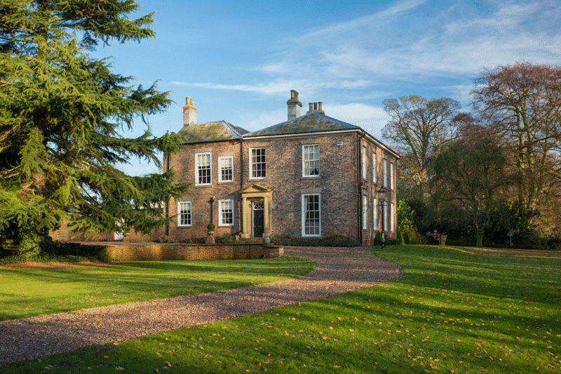 4 Bedrooms Detached House for sale in Metham Hall, Metham, East Riding of Yorkshire DN14 7YB
