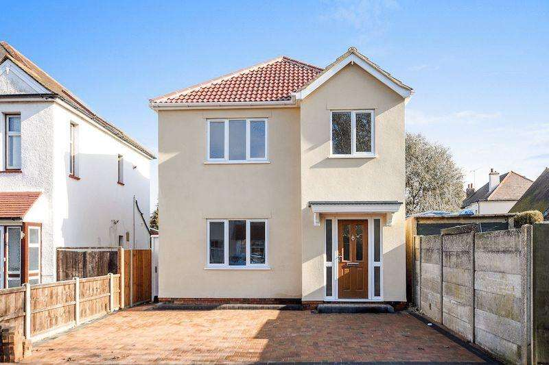 3 Bedrooms Detached House for sale in Southchurch Village, Southend-On-Sea