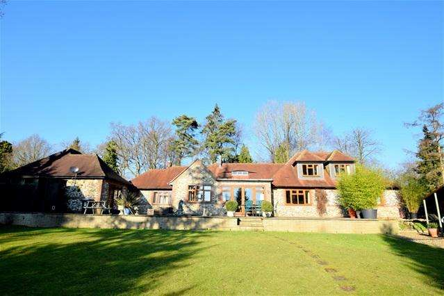 4 Bedrooms Detached House for sale in Lady Meadow, Kings Langley