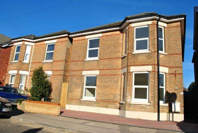 2 Bedrooms Flat for sale in Wolverton road, Boscombe