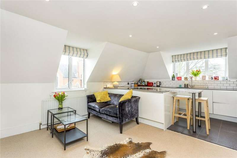 2 Bedrooms Flat for sale in Cromford Road, London, SW18