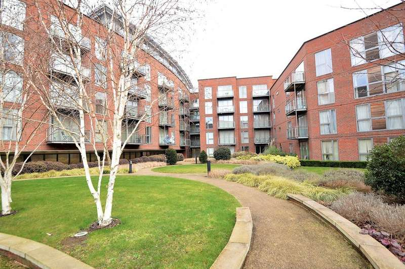 2 Bedrooms Flat for sale in The Heart, WALTON ON THAMES KT12