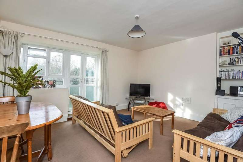 3 Bedrooms Flat for sale in Esher Gardens, Southfields, SW19