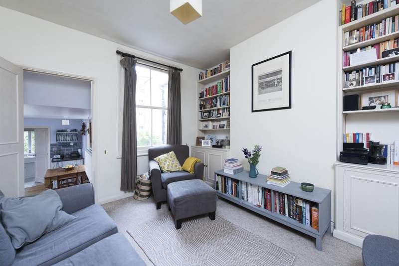 2 Bedrooms Flat for sale in Warriner Gardens, SW11