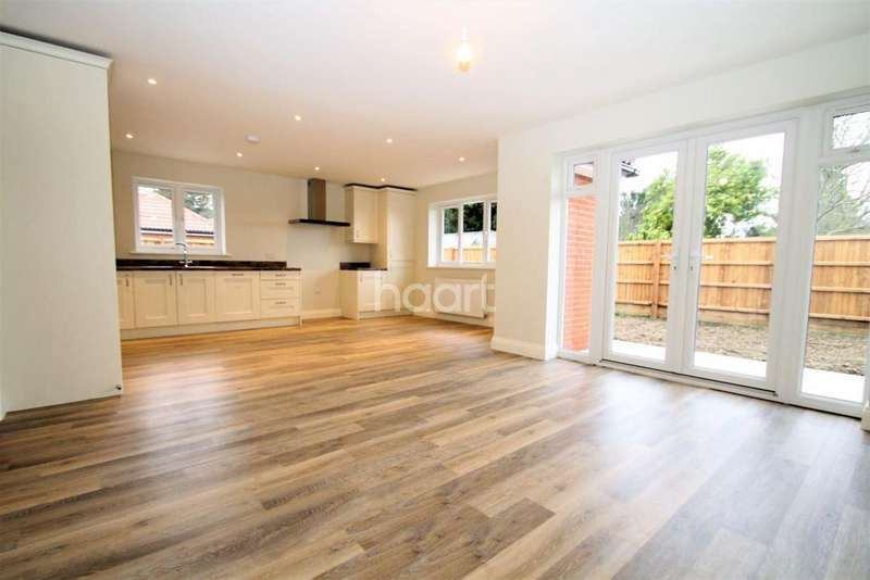 3 Bedrooms Bungalow for sale in Clacton Road, Weeley Heath, Clacton on Sea
