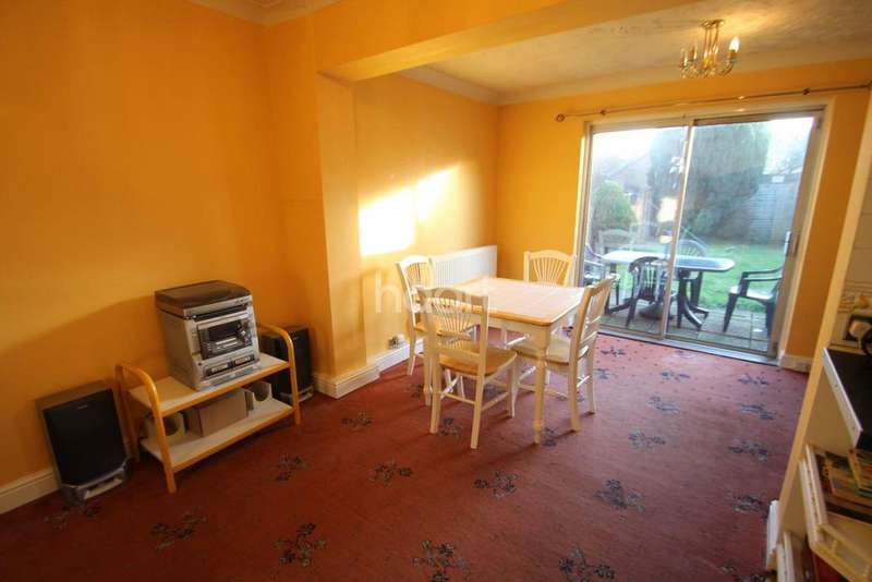 2 Bedrooms Terraced House for sale in St Martins Close