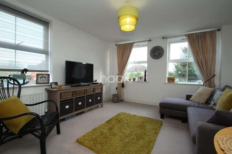2 Bedrooms Flat for sale in Latchmere Place